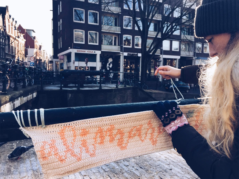 Yarnbombing-en-Amsterdam