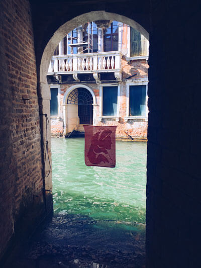 Yarn Bombing Venecia Alimaravillas